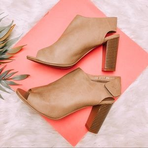 Shoes - Beige Mule / Heels Sandals